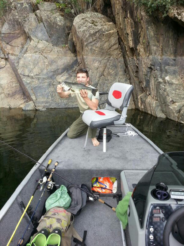 barco de pesca tracker